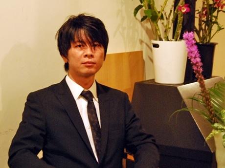 「ジャンルにとらわれず、気軽に尺八を楽しんでもらいたい」と話す鈴木幻山さん