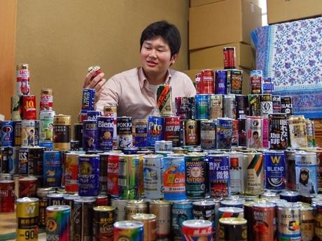 コツコツ集めた700種の缶コーヒー「空き缶」コレクションと新聞記者の高橋尚義さん