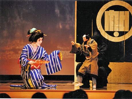 秋田市在住の日本舞踊家・藤間静蘭さんの舞台
