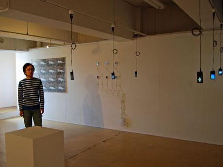 日常生活の中で撮りためた写真をあえてデジタルデータで表現した写真展「PHOTONE(フォトーン)」と後藤仁さん