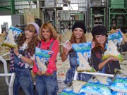 渋谷ギャルが育てた「シブヤ米」、初出荷-大潟村で発送作業