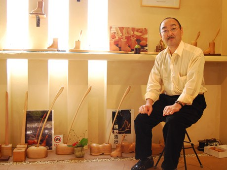 「手作りのクラフト品は『ハート』が違う」と話すクラフト作家・橋野浩行さん