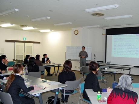 秋田市で開催されたCSRゲーム体験会「りんご縁ゲーム」
