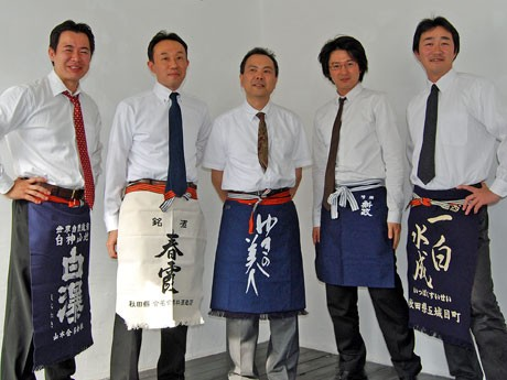 若手醸造元グループ「NEXT5」の山本友分さん、栗林直章さん、小林忠彦さん、佐藤祐輔さん、渡邊康衛さん(写真左から)