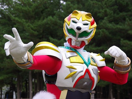 秋田犬がモチーフのご当地ヒーロー「ガヤルダー・ハチ」
