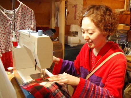 古着のリメークや女性用ワンピースのセミオーダーを手掛ける岩田真由美さん