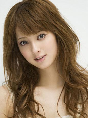 「2010年の最も美しい顔100人」にランクインした「あきた美の国大使」も務める佐々木希さん