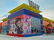 秋田・国道沿いの店舗外壁に描かれた女子高生イラスト、話題に