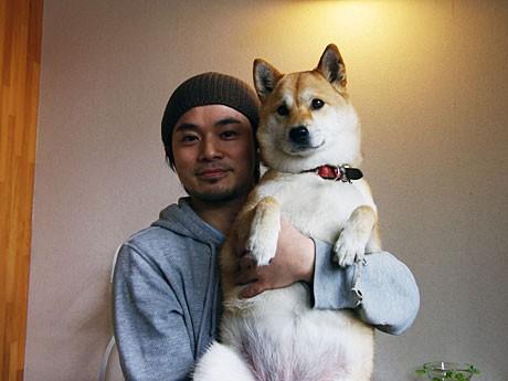 漫画「いとしのムーコ」のモデルになったムーコと小松さん