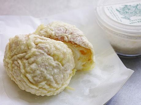 「男鹿の藻塩」も無料でトッピングできる「ババヘラ・天ぷらアイス」
