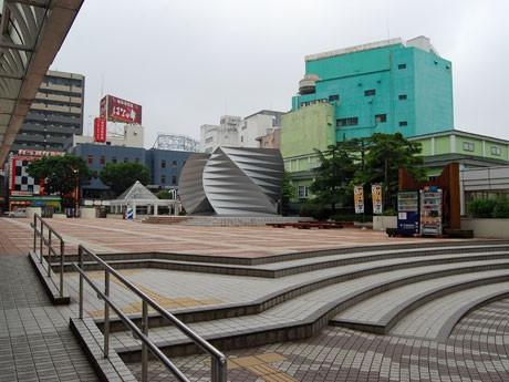 東日本大震災復興チャリティーイベント「酒縁~2011」が開かれるJR秋田駅前の「アゴラ広場」(秋田市
