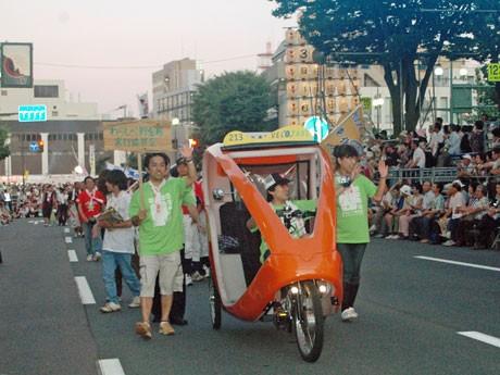 秋田の夏祭り「竿燈まつり」に合わせて行われる「市民パレード」(写真は昨年)