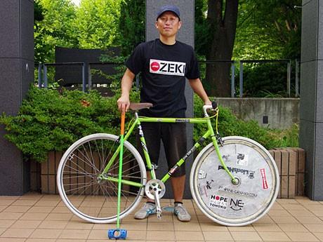 愛車と愛用のマレットとともに「バイクポロ世界選手権2011」に挑む佐々木泰作さん
