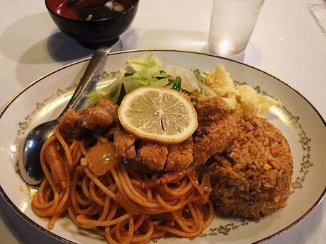 秋田市の洋食店「れすとらんちんくる」の「トルコライス」