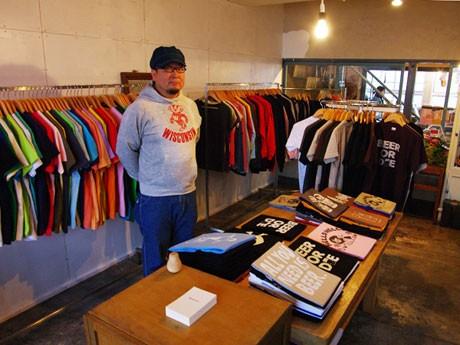オリジナルTシャツ店「6JUMBOPINS」をオープンした京野さん