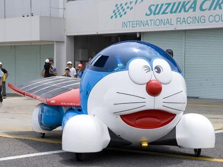 「エリアなかいち」(秋田市)に展示予定のソーラーカー「ソラえもん号」 © 藤子プロ・小学館