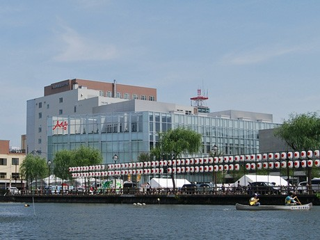 秋田駅前再開発エリアに「にぎわい交流館」-多くの市民でにぎわう