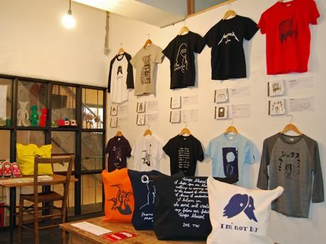 秋田市内のTシャツ専門店で始まった「架空のロックバンド」がテーマのTシャツ特集販売会「妄想ロックフェス」