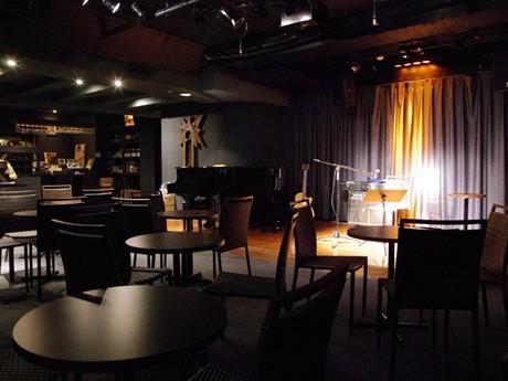 秋田市大町にオープンした小劇場「ジァンジァンプチ」