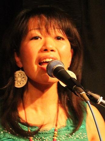 国内外でライブ活動を行う秋田市在住の筒井柚紀子さん