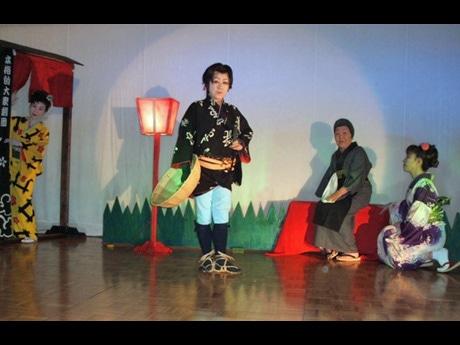 劇団「桜龍(おうりゅう)」舞台の様子