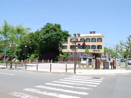 自転車通勤者向け休憩所が設けられるJR秋田駅前のポケットパーク