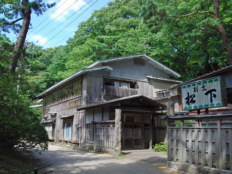 秋田市千秋公園内にあるかつて旧料亭「割烹・松下」