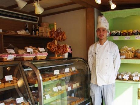 秋田市内に移転オープンしたベーカリー「ベッカライ・バンデブロート」の岩谷正明さん