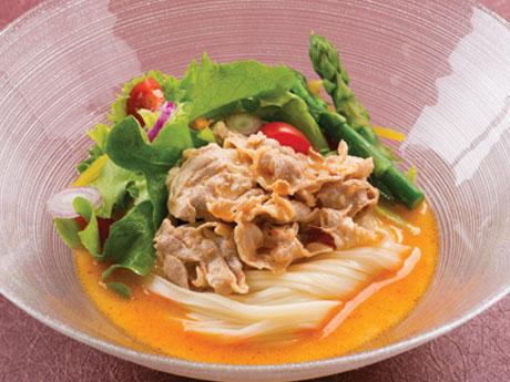 「冷やし胡麻(ごま)だれスープで食べる稲庭うどん」の調理例