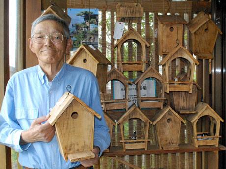 野鳥の巣箱を専門に制作・販売する秋田市在住の池田敏(はやし)さん