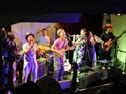 秋田の僧侶率いる「仏教的バンド」人気に 音楽で「知足」伝える