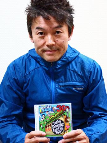 エフエム秋田30周年記念CDを手掛けた同放送局人気パーソナリティーの高橋航(わたる)さん