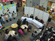 秋田市民市場で起業支援「チャレマ」 雑貨や菓子類など14組が物販