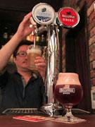 秋田の「ベルギービール」専門バーが2周年 銘柄に合った専用グラスで提供