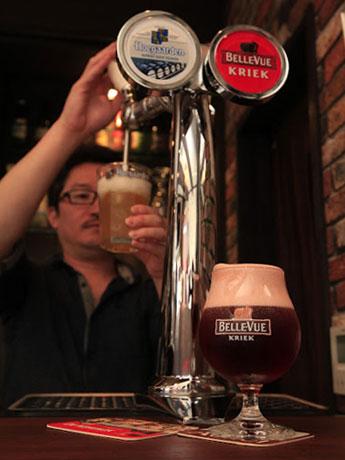 銘柄に合わせたグラスで提供するベルギービール専門バー「ベルギービールバーゾット」(秋田市中通4)