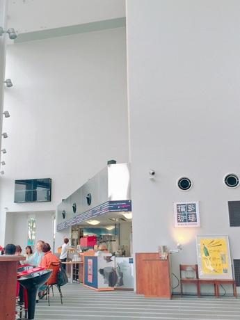 秋田市にぎわい交流館AU(秋田市中通1)にオープンしたカフェラウンジ「福多珈琲」