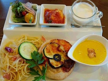 秋田市飯島のイタリア料理店「チャオ ジージョ」のランチプレート