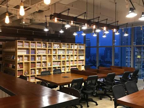 秋田市内のウェブサーバー管理会社がジャカルタで運営するコワーキングスペース「BASE」