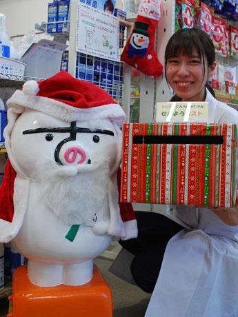 メッセージを受け付ける佐野薬局(秋田市)のマスコットキャラ「さのハチ」