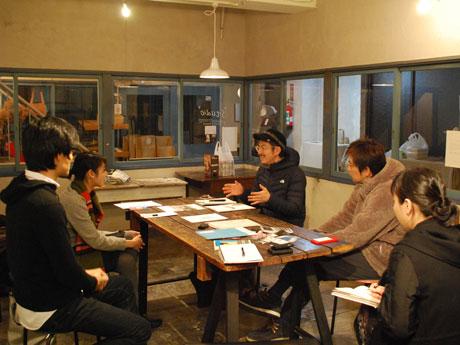 事業報告会開催に先立ち、昨年12月19日に開かれた座談会の様子