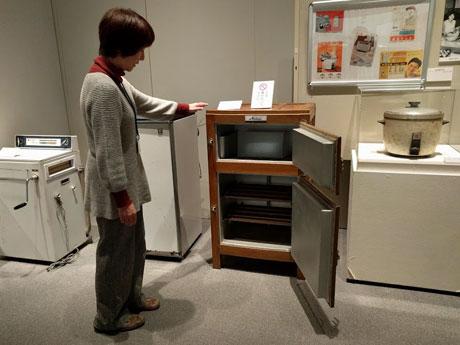 秋田で昭和30年代テーマに企画展 県立博物館に民芸品など270点
