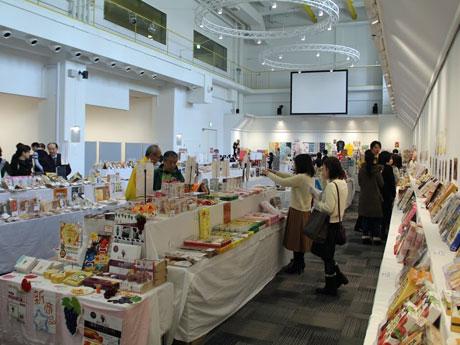秋田の観光物産展 県産食材原料の加工食品など2500点