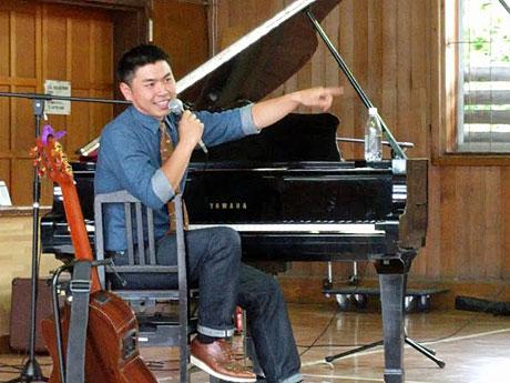 地元で凱旋コンサートを果たした能代市出身のソウルシンガー・塚本タカセさん