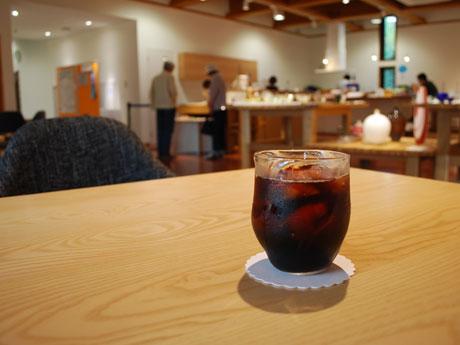 日本酒「新政」の仕込み水にも使われる湧き水で作るアイスコーヒー
