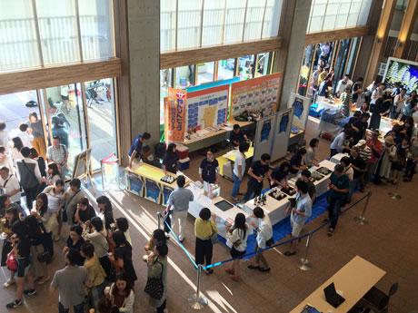 秋田市役所庁舎で開かれた「アキタ・バール街」オープニングイベント