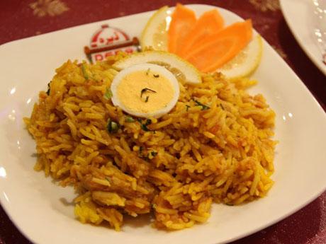本場のパキスタン米を使用したパキスタン風ピラフ「チキンビリヤニ」