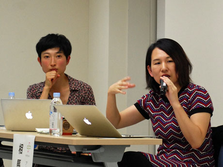 美術家のイシワタマリさん(左)とアートプロデューサーの相馬千秋さん