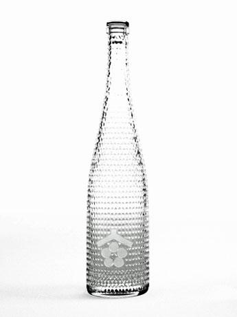 建築士の田根剛さんがデザインを手掛けた「THE HARVEST 2017」ボトル