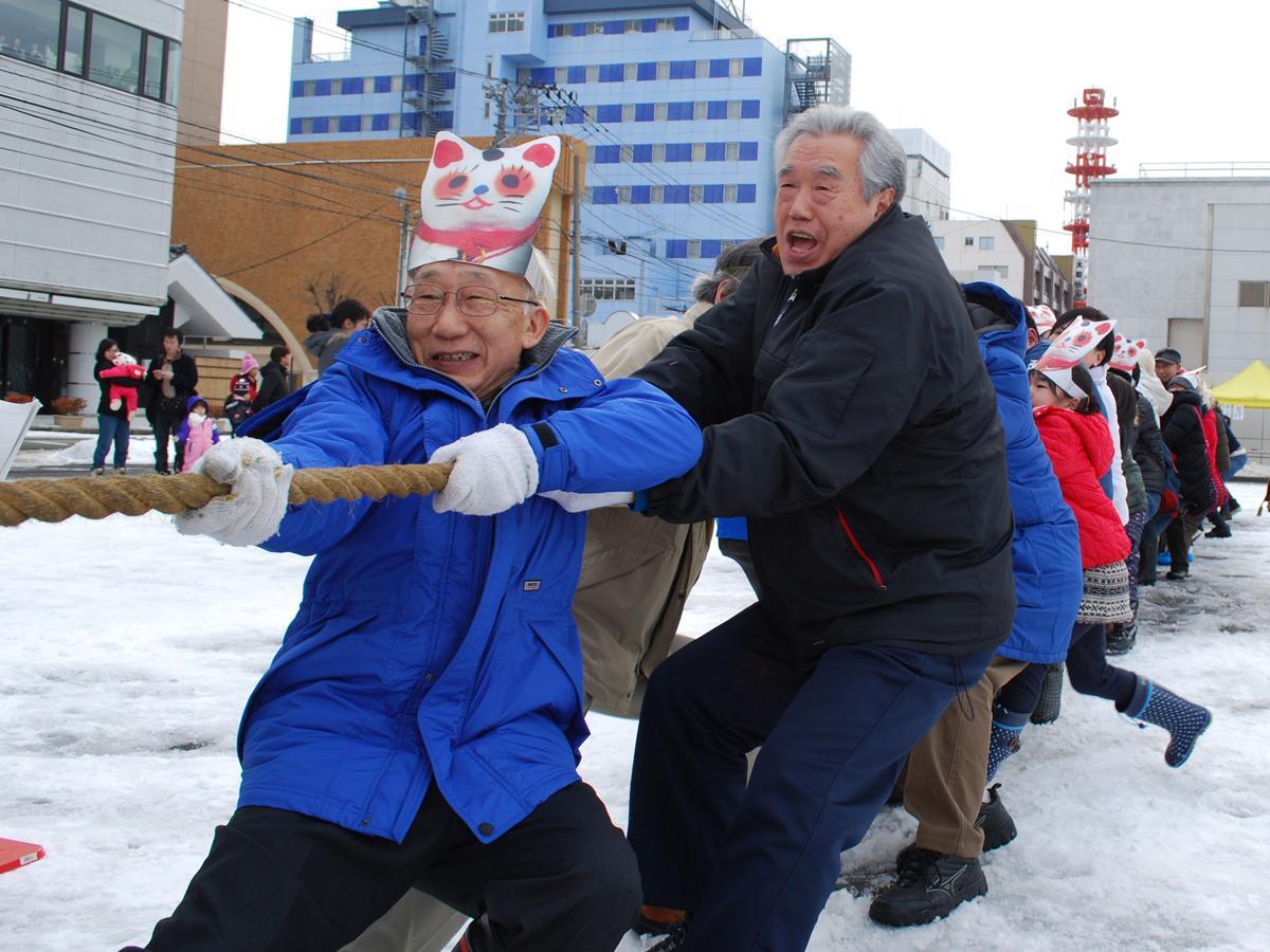 秋田市大町と通町の両商店街対抗で開かれる「新春!夢綱引き!」