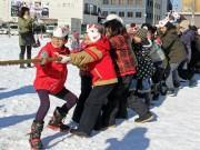 秋田で商店街対抗「綱引き」 「通町」連覇で商売繁盛の年に